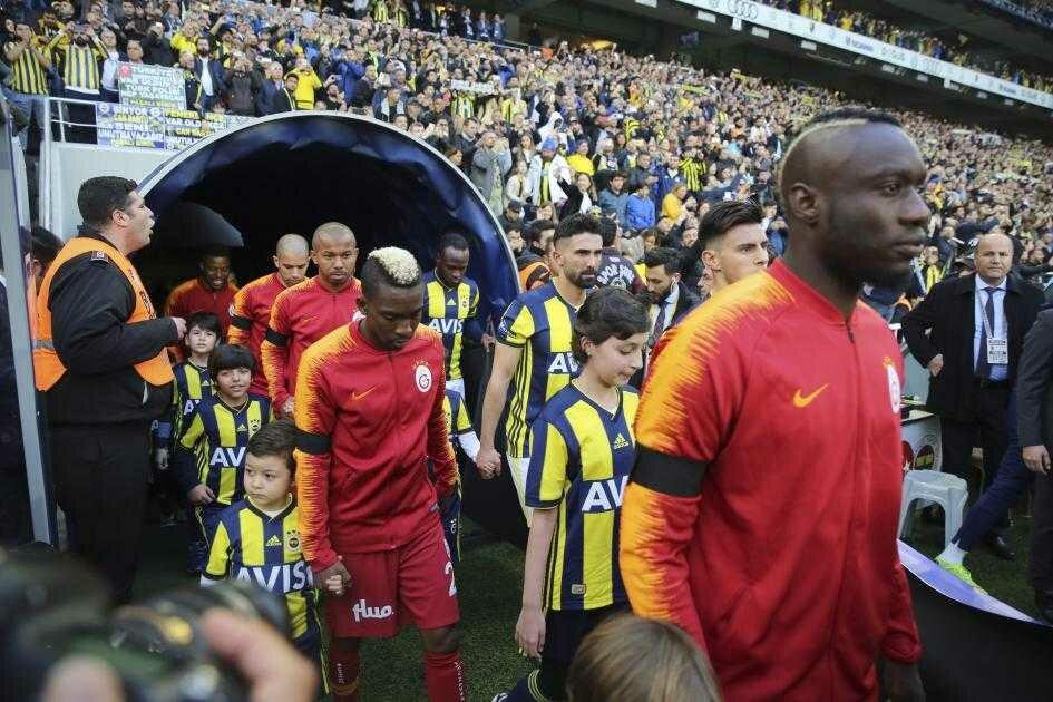Fenerbahçe - Galatasaray derbisinden en çarpıcı kareler