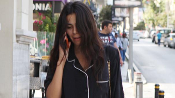 Asena Atalay kendini eve kapattı