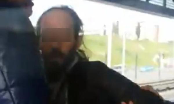 Metrobüste masturbasyon yapan sapık kamerada !