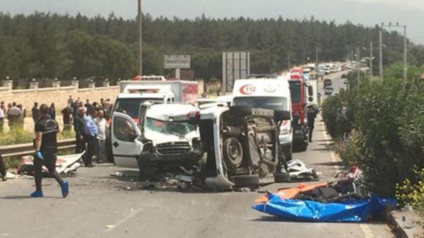 İzmir'de feci kaza: 4'ü çocuk 7 ölü