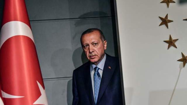 ''Erdoğan'a yakın isimler ikiye bölündü''