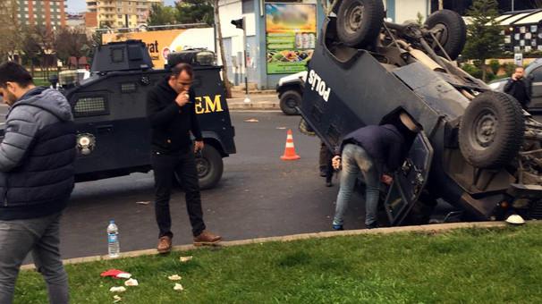 İki zırhlı araç çarpıştı: 1 polis yaralı