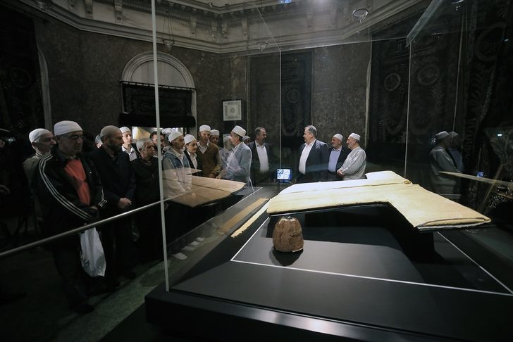 Hazreti Muhammed'in emaneti: Hırka-i Şerif ziyarete açıldı