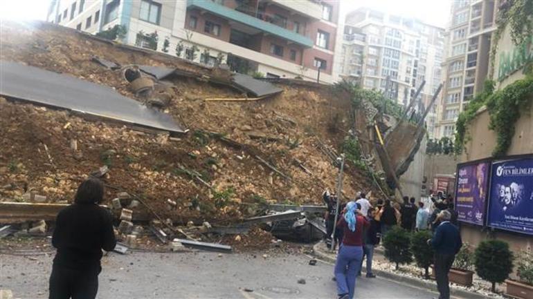 Başakşehir'de sitenin istinat duvarı çöktü