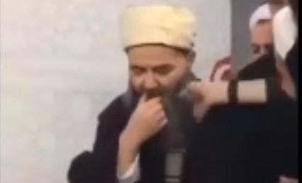 Cübbeli Ahmet'in ısırdığı hurmayı yemek için sıraya girdiler