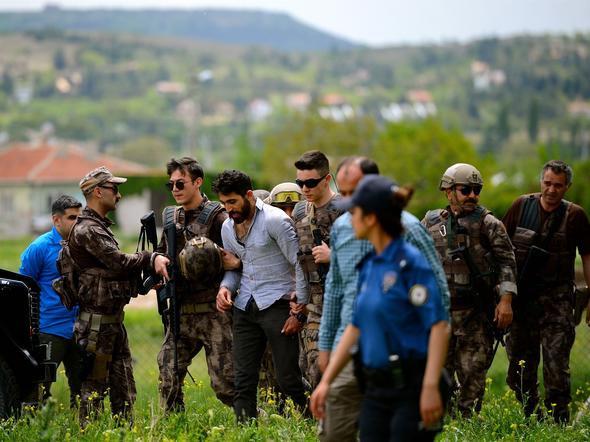 İntihara kalkışan cezaevi firarisi, 8 saatte ikna edilebildi