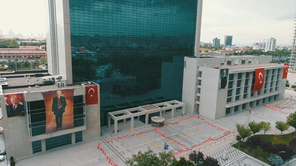 Ankara Büyükşehir Belediyesi'nden Nice Mutlu Yüzlere afişleri