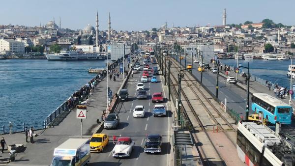 Galata Köprüsü'nde 19 Mayıs'a özel konvoy