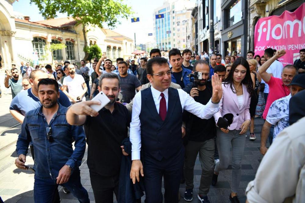 İstiklal Caddesi'nde Ekrem İmamoğlu izdihamı
