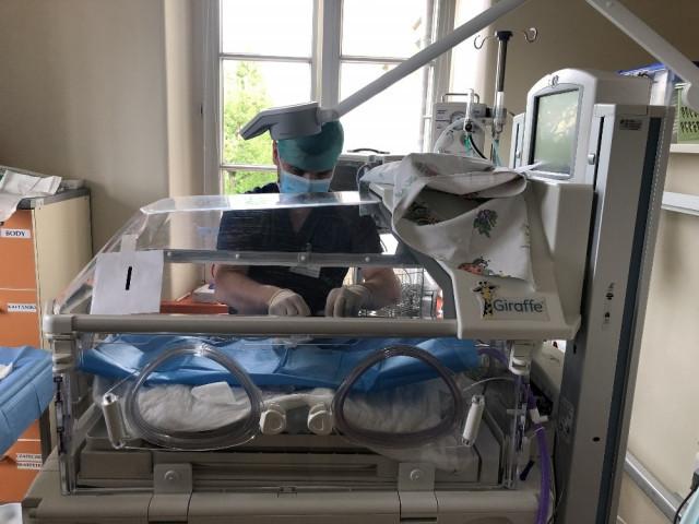 4.7 milyarda bir ihtimal gerçek oldu: Tam altız bebek doğurdu !