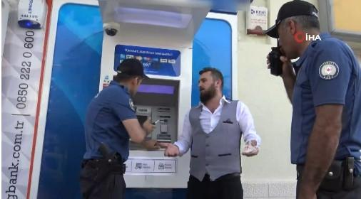 Müşteri hizmetleri telefonda ''vur-kır'' deyince ATM'yi yumrukladı