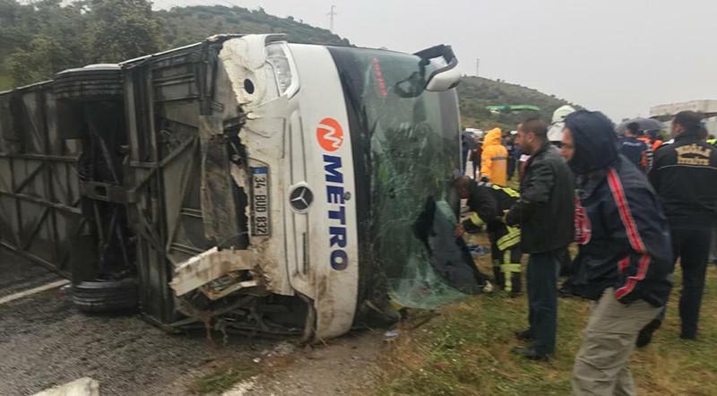 Muğla'da yolcu otobüsü devrildi: 2 ölü, 3'ü ağır 13 yaralı