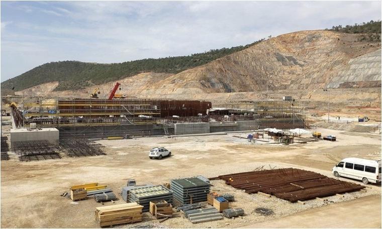 Nükleer santral inşaatının temelinde üst üste çatlaklar
