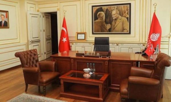 İmamoğlu'nun makam odasına astığı Atatürk tablosu kaldırıldı