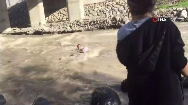 İki lise öğrencisi ölüme böyle gitti ! Şoke eden kamera kaydı