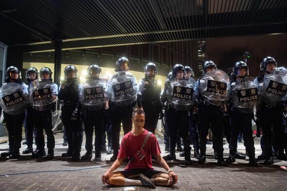 Hong Kong'ta gerilim tırmanıyor