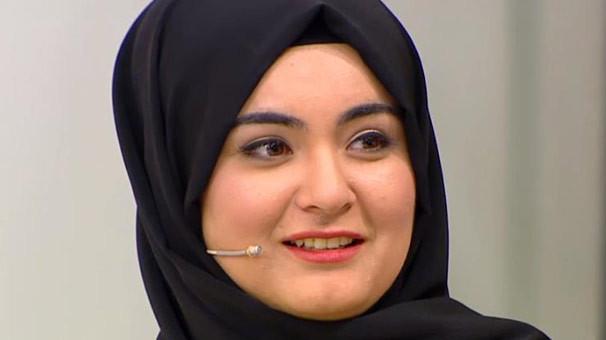 Başını açması olay olan Hanife'den çok konuşulacak video