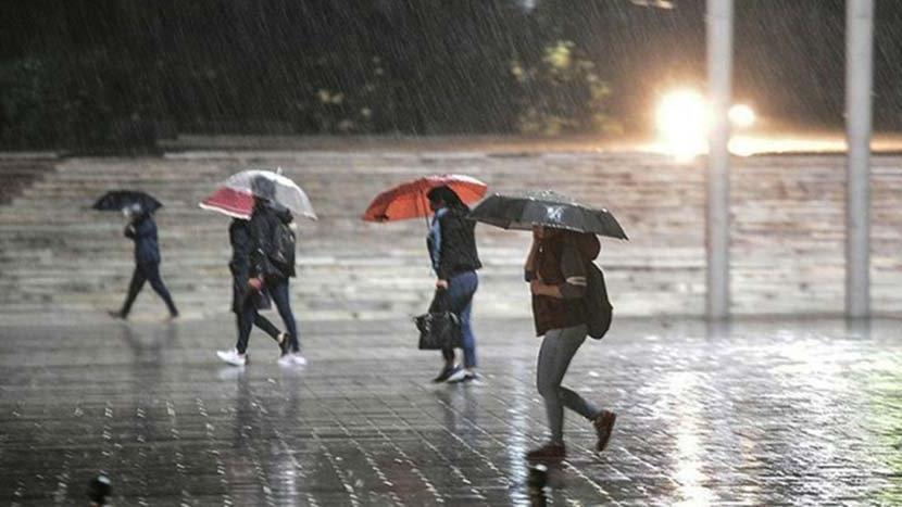 Şemsiyesiz çıkmayın ! Meteoroloji saat verdi