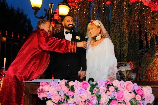 Zerrin Özer 27 yaş küçük sevgilisiyle evlendi
