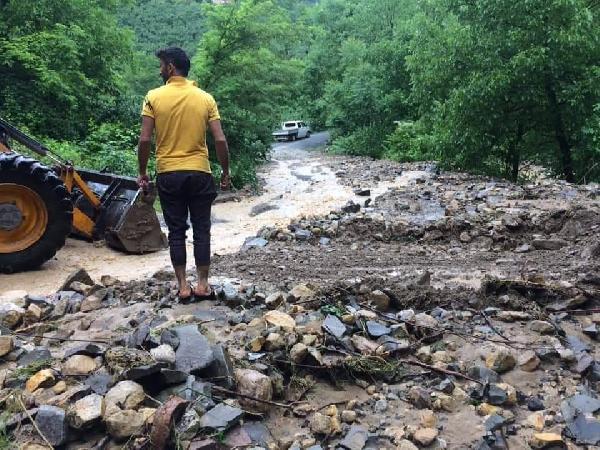 Ordu ve Giresun'da evleri su bastı, araçlar mahsur kaldı