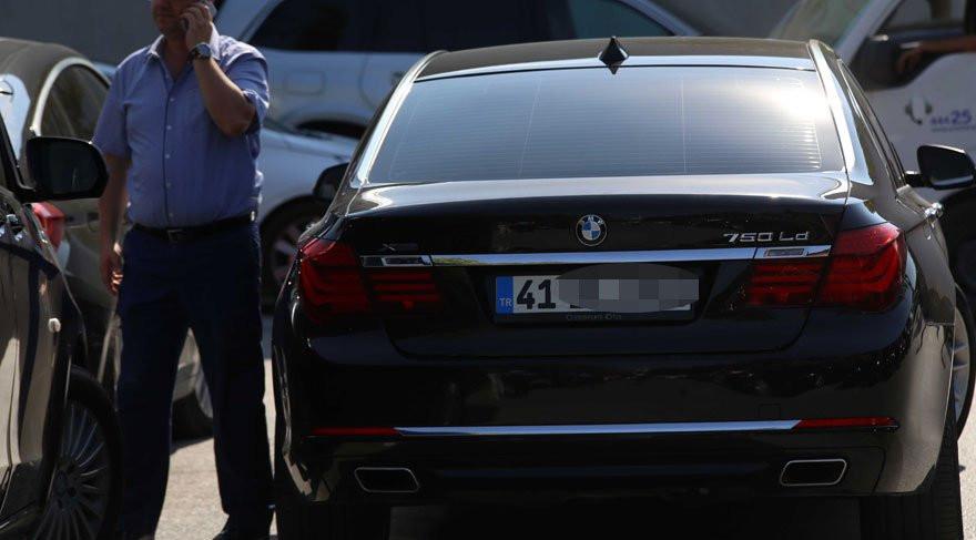 AK Partili eski başkanın makam arabası dudak uçuklattı