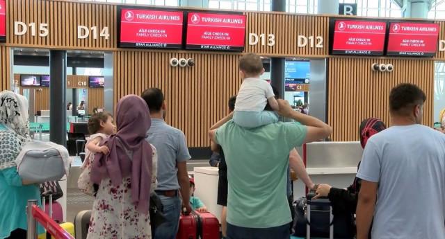 Oyunu kullanan havalimanına akın etti