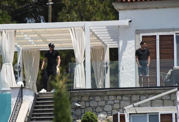 3 bin 500 metrekarelik araziye yaptırdı... Mesut Özil'in rüya villası !