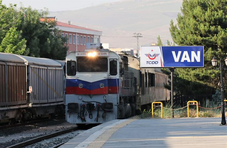 Tahran-Van arası tren seferleri yeniden başladı