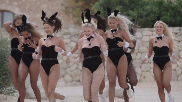 Kadın yarışmacıları Playboy tavşanı yaptılar !