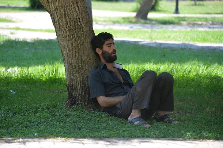 Adana'da sıcaklıktan kaçınmak her türlü yöntemi deniyorlar