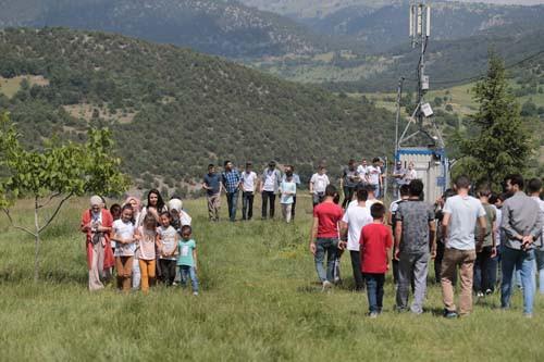 Bu görüntüler Türkiye'den... Eşlerini seçmek için dağda buluşuyorlar!