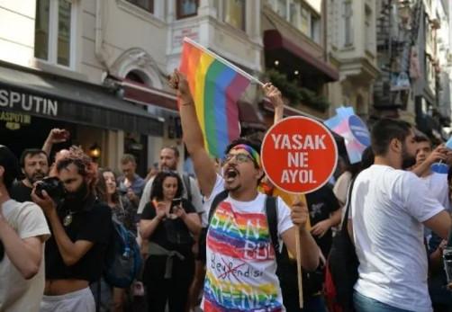Taksim fena karıştı! Onur Yürüyüşü'ne polis müdahalesi