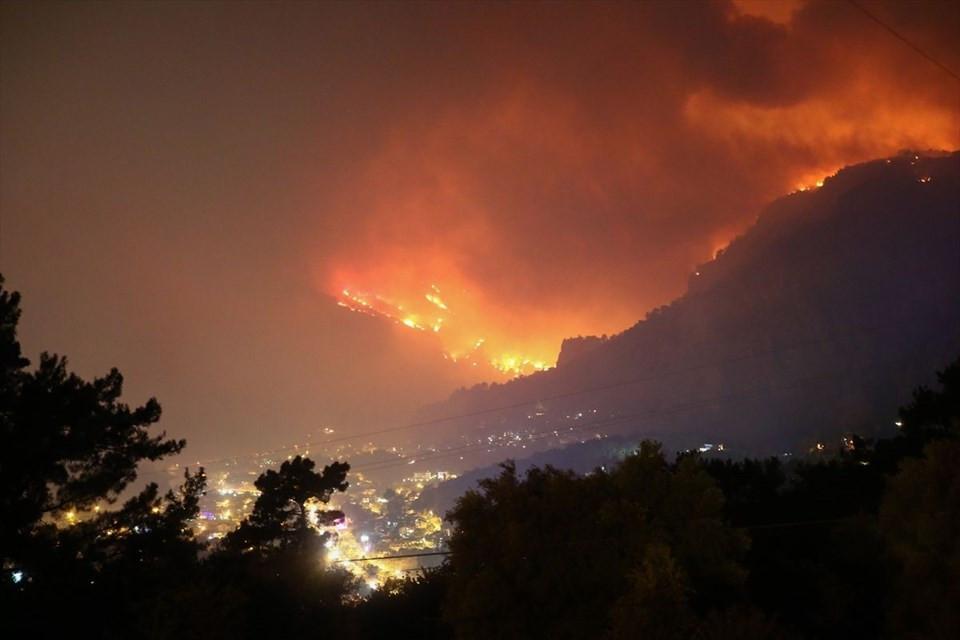 Muğla'da büyük yangın ! Dalaman'da başladı, Fethiye'ye sıçradı