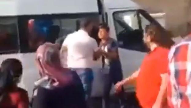 Balonları elinden alınan çocuğa Ahbap yardım etti
