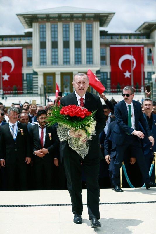 Erdoğan 15 Temmuz Anıtı başında dua etti