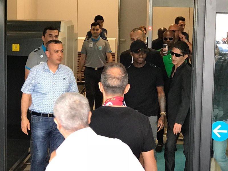 Galatasaray'ın yeni transferi Jean Michael Seri İstanbul'a geldi