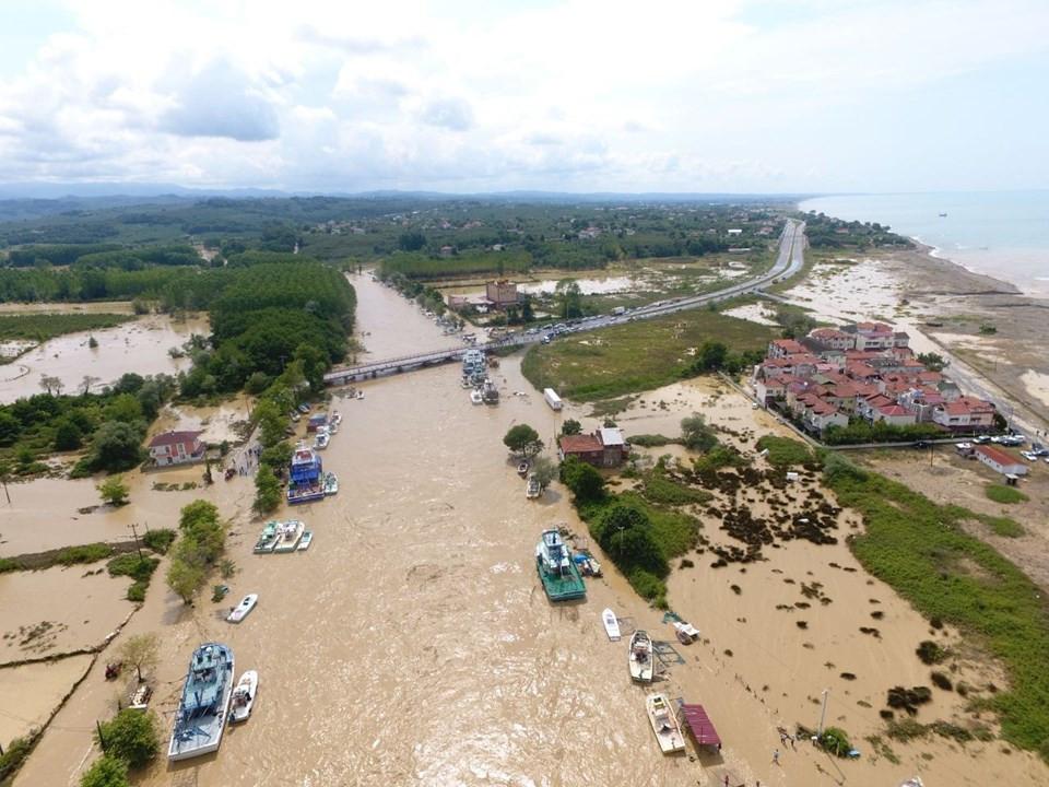 Sel ve heyelanın vurduğu Düzce'de kabus gökyüzünden görüntülendi