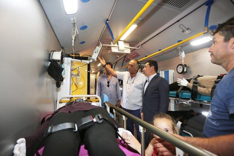 Dünyanın ilk mobil hastane otobüsü büyük beğeni topladı