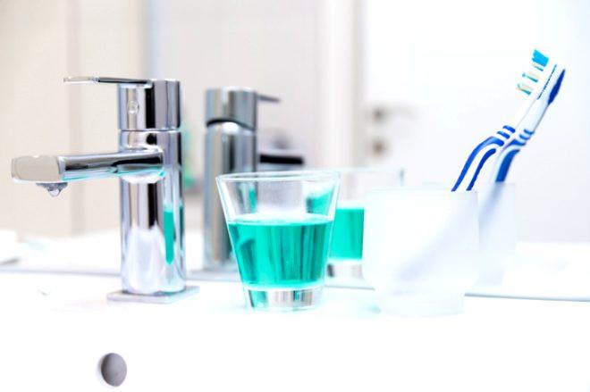 Dişinizi fırçaladıktan sonra suyla çalkalamayın !