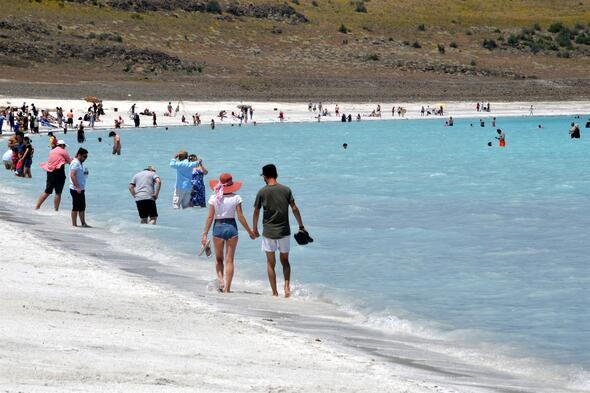 Türkiye'nin Maldivleri Salda Gölü'ne ziyaretçi akını