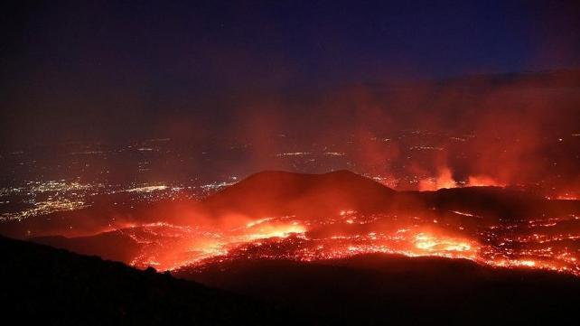 Türk turistlerin uğrak yerinde yanardağ harekete geçti