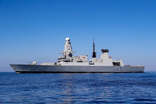 İngiliz savaş gemisi Hürmüz Körfezi'nde