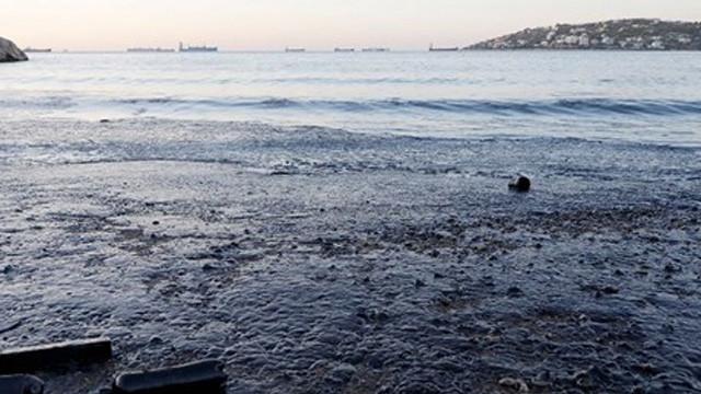 Binlerce litre akaryakıt denize döküldü