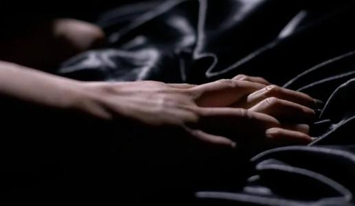 Seks yapmak istemeyen eşinin cinsel organını kesti