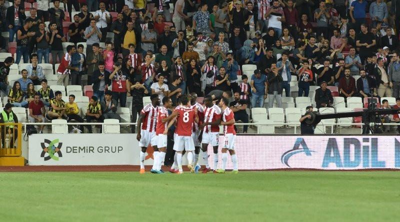 Fenerbahçeli taraftarlardan Ali Koç'a isyan