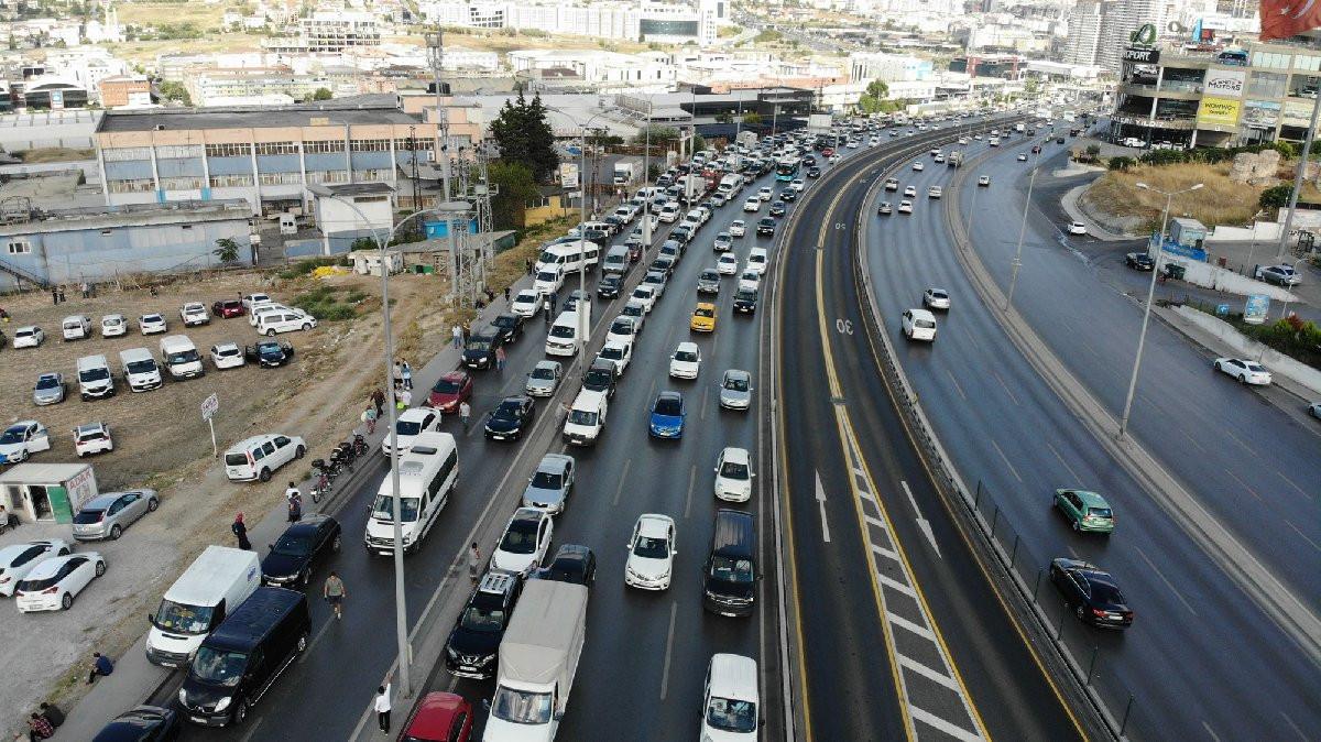 İstanbul'da E-5 otoyolunda kurbanlık trafiği