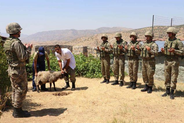 Mehmetçik Kurban Bayramı'na vatan nöbetinde girdi
