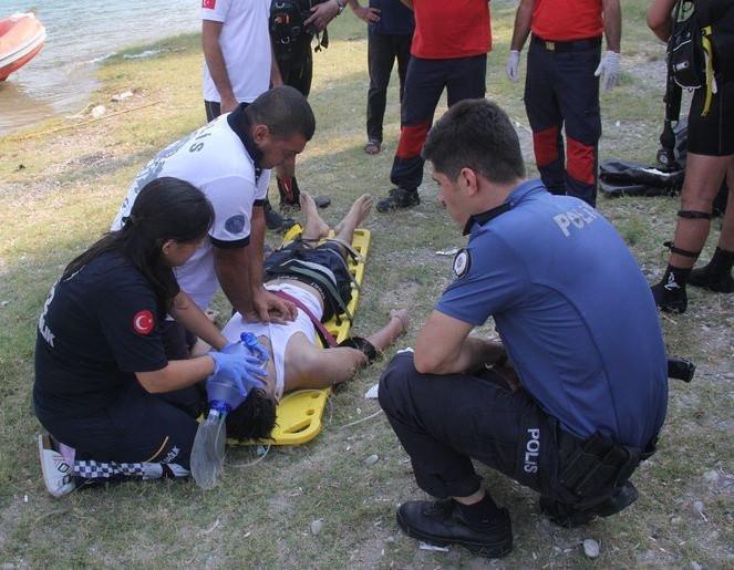 Oğullarının öldüğüne inanamayıp kendileri de kalp masajı yaptı