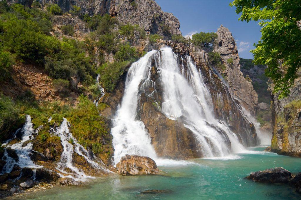 AK Partili belediye cennet köşesini talana açtı