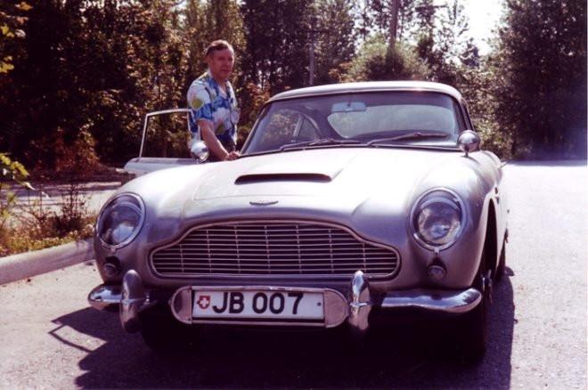 James Bond filmiyle meşhur olan araç 6,4 milyon dolara satıldı